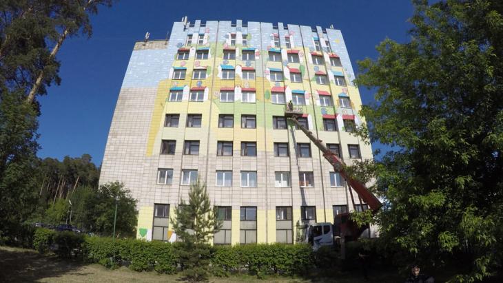 Всё яснее прорисовывается сюжет огромной картины на фасаде курорта ТЕНТОРИУМ SPA
