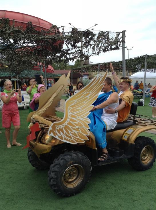 Третий день фестивальной программы «ТЕНТОРИУМ. Перезагрузка в стиле Велнес» выдался бодрым и мокрым, ведь он прошел в аквапарке Анапы!