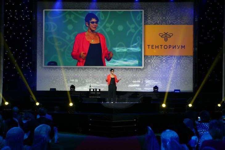 Как брать новые рекорды в условиях экономической турбулентности, рассказала участникам форума великолепная Ирина Хакамада, в прошлом харизматичный политик, а сегодня — успешный бизнес-тренер.