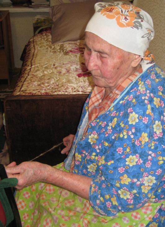 Сейчас ей 93 года, она живет со мной. Она очень любит наши тенториумовские продукты, особенно «Эй-Пи-Ви», крем «Тенториум». «Формулу Ра»