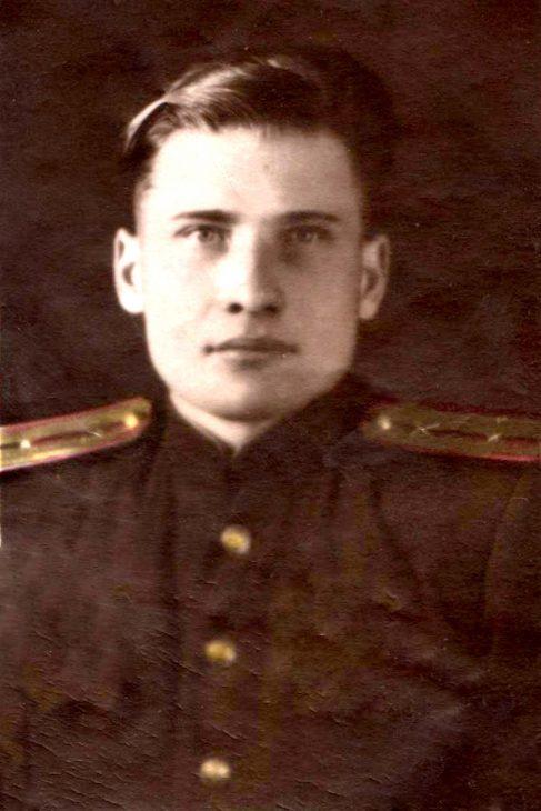 Мой папа Нурулла Миннемуллин был мобилизован в 1942 году, когда ему исполнилось 18 лет