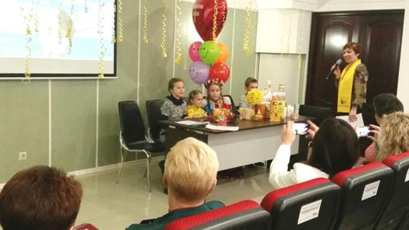 Краснодар, Президент-Директор Марина Сердюкова: В рамках Апимарафона в Краснодаре первой частью было Велнес-шоу «Где оно, Счастье?». Как апофеоз и ответ на этот вопрос, стал телемост, на котором даже новички почувствовали себя частью сообщества ТЕНТОРИУМ®.