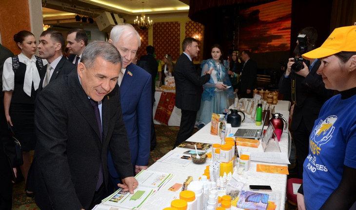 Выставку товаров посетил глава Татарстана Рустам Нургалиевич Минниханов и члены республиканского правительства.