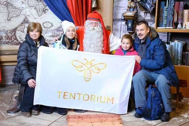 Примечательно, что здесь Дмитрий и Ирина Янцены уже сами познакомили местных жителей с секретами продукции Компании, а самым благодарным слушателем оказался Йоулопукки — настоящий финский Дед Мороз.