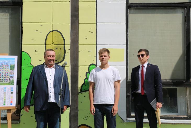 Рекордное граффити Серыми зданиями уже давно никого не удивишь. Мы превратили здание курорта в современный арт-объект, который будет вдохновлять и зимой, и летом, — говорит Президент и Основатель ТЕНТОРИУМ® Раиль Хисматулли