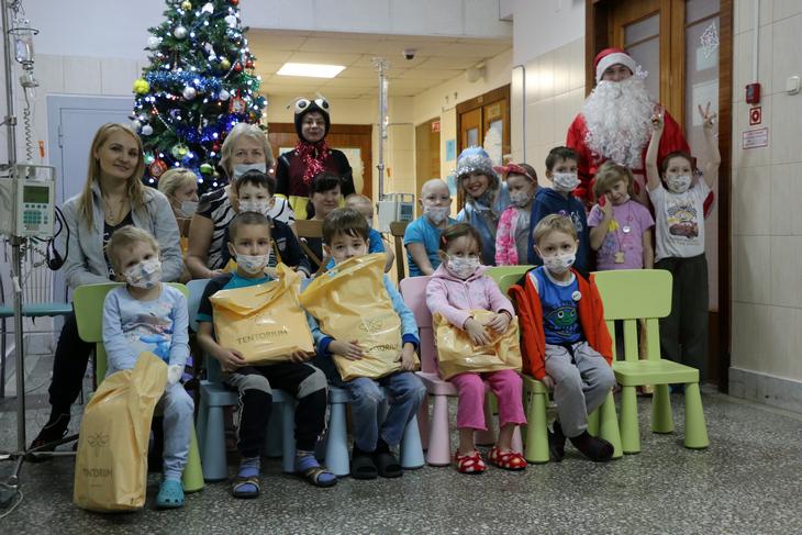 поздравили детей из Пермского онкоцентра