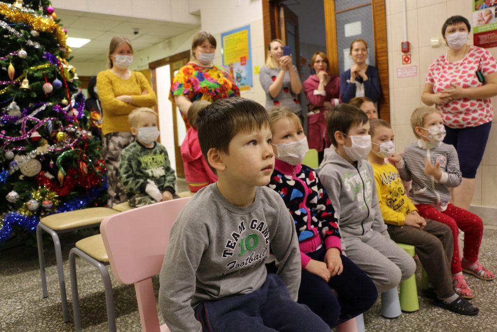 Марафон добрых дел ТЕНТОРИУМ®: поздравляем с Новым годом маленьких пациентов онкоцентра в Перми