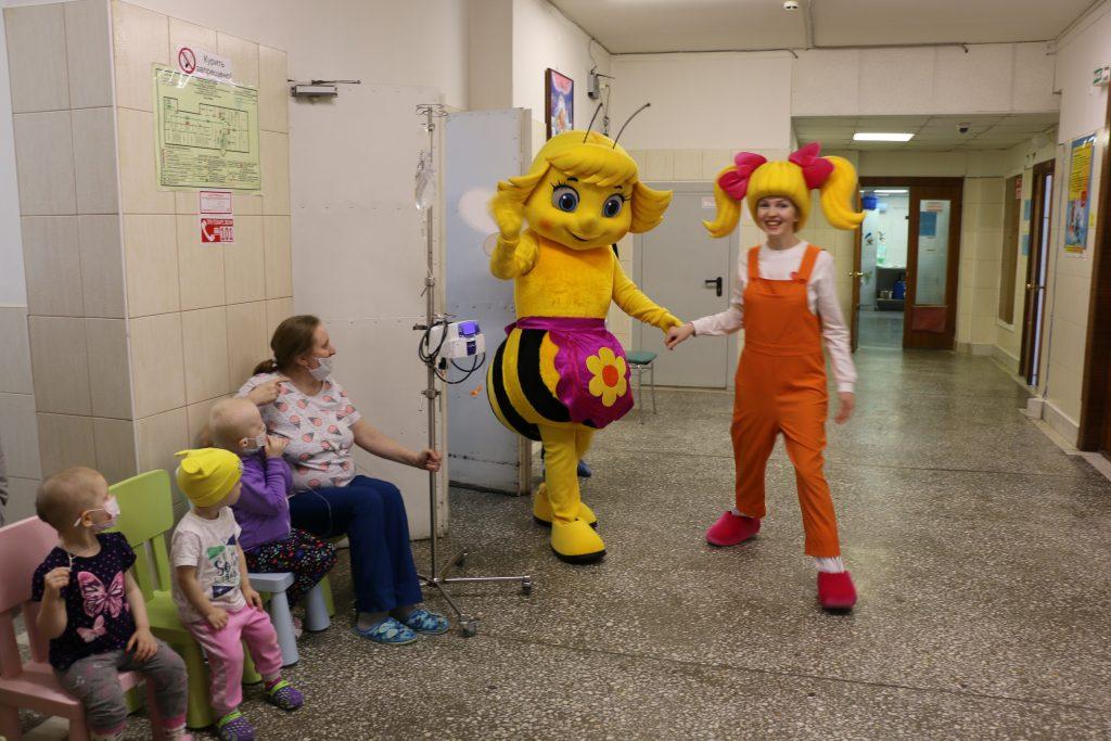 Герои «Пчелографии» побывали в детском онкоцентре имени Ф.П. Гааза.