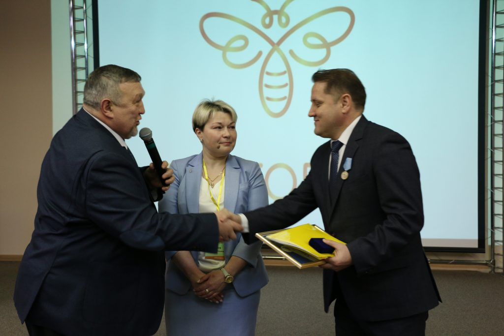 Пчеловоды России выбирают среднерусскую породу