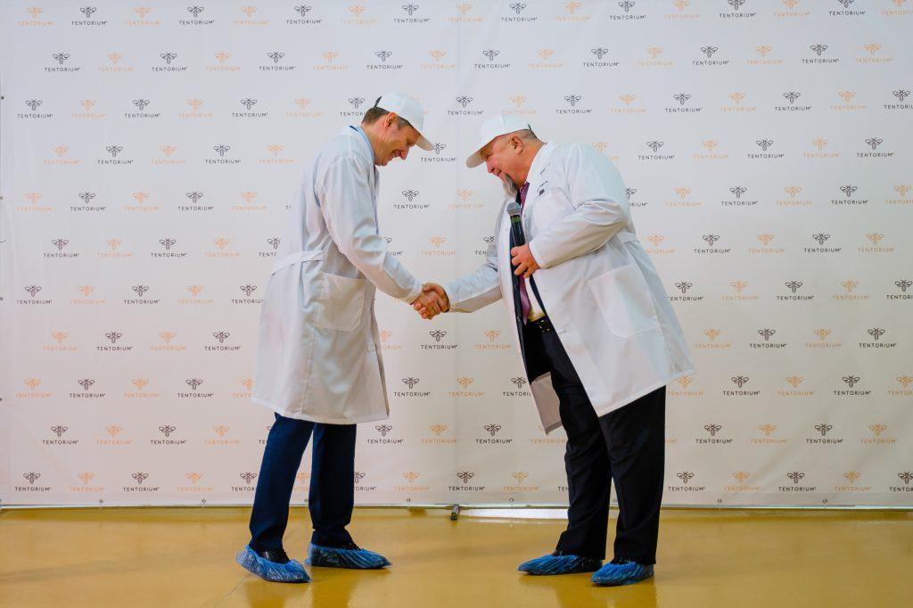 ТЕНТОРИУМ® запустил новую высокотехнологичную линию по производству апибатончиков «Золотой слиток»