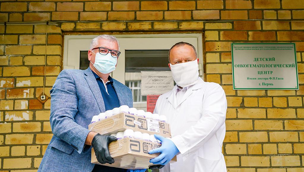 Помощь друзьям: ТЕНТОРИУМ® передал детям из онкоцентра средства защиты и полезные продукты питания