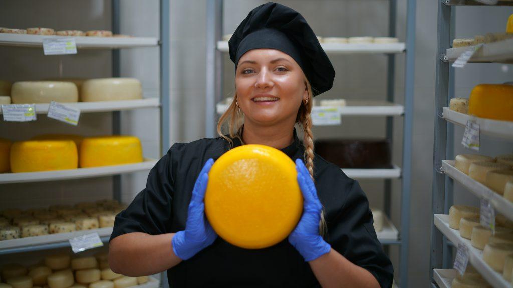 С перцем, прованскими травами и даже вином: в Интернет-магазине стартовала продажа крафтового козьего сыра от ТЕНТОРИУМ®